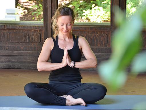 Beate beim Yoga